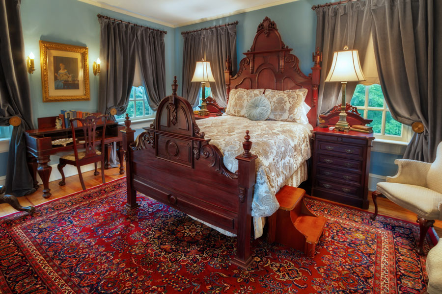 oatlands bedroom at the inn at forest oaks in natural springs virginia